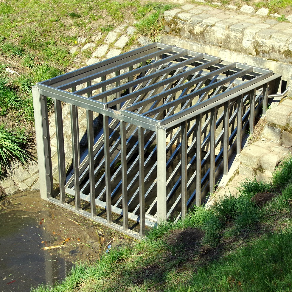 Constructions for sediment and debris retention, (sediment capture ponds, wooden rakes, trash racks) Image